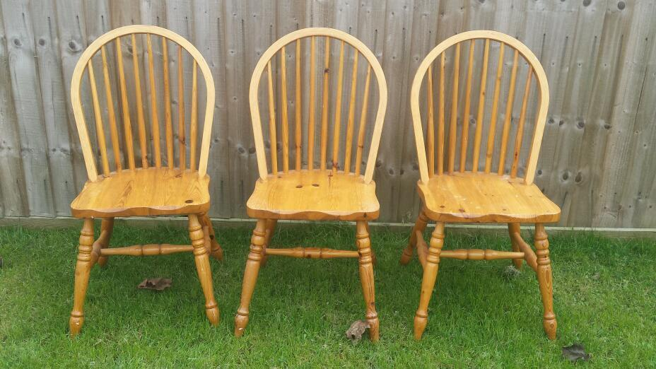 3 Wooden Windsor Back Spindle Cottage Shabby Chic Dining Chairs