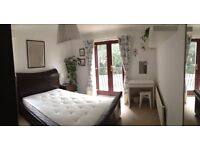 Double room to rent by the Quay/ Hourglass pub (viewings 10th & 11th Dec only)