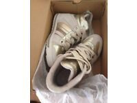 Skechers Tekkies Hi-Top women's trainers, gold, size UK5