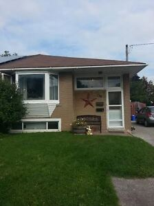Newmarket-3Bdrm Main Flr with Walkout