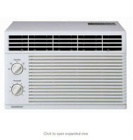 Immaculate LG GOLDSTAR 6000BTU Window Air Conditioner  w Sleeves