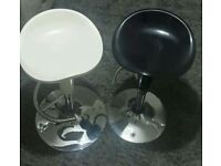 2 X BREAKFAST STOOLS/ KITCHEN STOOLS EXCELLENT CONDITION