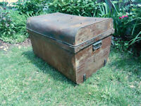 Antique 1900's Large TIN TRUNK / CHEST Industrial Decor   yyuupp