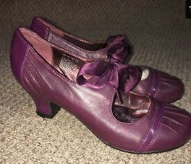 Ladies 1920's style purple shoes - free beads and headband
