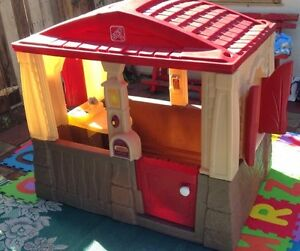 STEP 2 NEAT & TIDY COTTAGE PLAYHOUSE