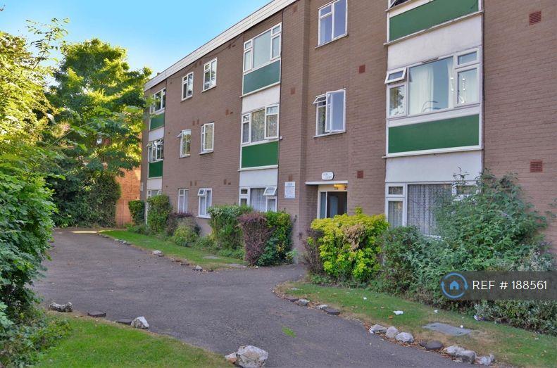2 bedroom flat in Bromley Road, Catford, SE6 (2 bed)