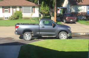 2010 Toyota Tundra V8 5.7 l Coupe (2 door). 106,000 kms