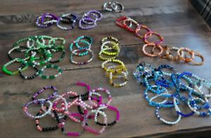 Lots de 250 bracelets élastiques fait main .