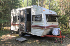 15-Foot 1988 Fleetwood Camper Trailer – Clean /Ready to Go!