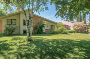 Remarkable 5 Bedroom Home On Nearly an Acre in N. Oshawa!