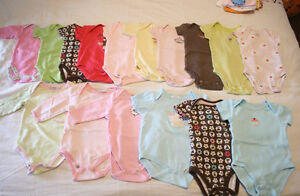 Huge lot of baby girl clothes (0-12m)+bibs,blankets,hats,mitts..