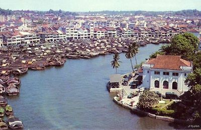 CHINESE TONKONGS AND SAMPANS ON THE SINGAPORE RIVER MALAYSIA