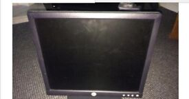 "USED...USED....DELL MONITORS FOR SALE 15 "" JOBLOT...14 NOS"