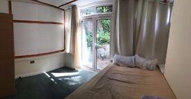 FANTASTIC DOUBLE ROOM WITH PRIVET GARDEN