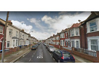 Furnished 2 bed flat on ground floor available in Willesden Green, Housing Benefit and DSS accepted.