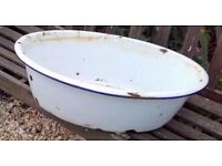Vintage large enamel bowl/baby bath