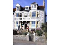 2 bedroon flat in Perranporth, sea views, and parking