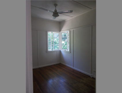 Private room available in a 3 bedroom share house - Close to UQ!