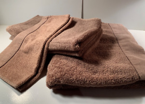 Good Condition- H&H Towel Set (Brown)