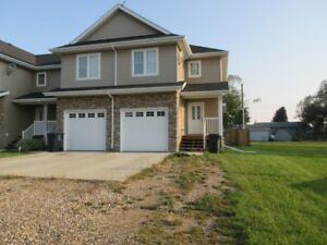 3 Bed, 2.5 Bath Townhouse - Blackfoot, AB