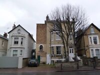 Lovely Period 2 Bed Flat Ideal For Sharers Close To Common & Mins Away From Clapham Junction Station