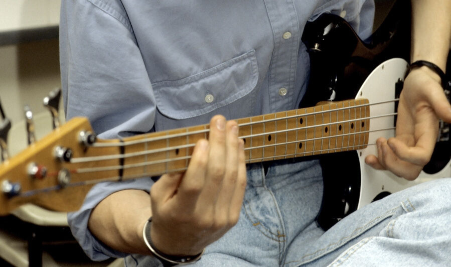 Your Guide to Buying a Left Handed Bass Guitar