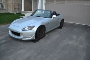 2004 Honda S2000 CLEAN TITLE! LOW KMS!!