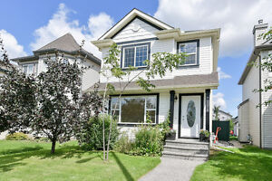 4 bedroom beauty in Rutherford - steps from school!