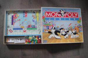 MONOPOLY JUNIOR AGES 5-8 2-4 PLAYERS PARKER COMPLETED