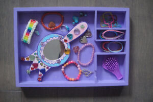 Melissa-amp-Doug-Wooden-Princess-Mirror-and hair Accessories
