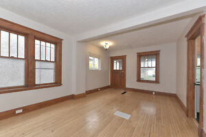 LUXURY ALL INCLUSIVE: May 1st Student Rental- 5 Bdrms London Ontario image 2