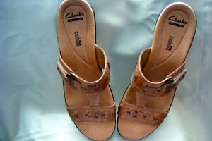 CLARK'S CUSHIONED SLIP ON SANDALS NEW