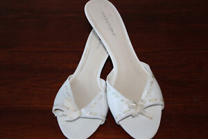 REDUCED AGAIN***size 7 1/2 white shoes $3