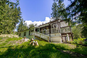 Salmon Arm - 1,100sqft Doublewide Home in 55+ Mobile Home Park.