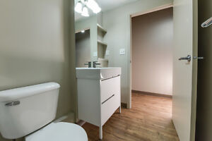 Private, Safe, Central 1 Bed Condo - Perfect for Students Edmonton Edmonton Area image 4