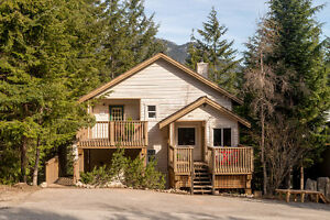 Highly sought after 3 bed, 2.5 bath Bayshores House, Whistler