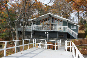 4 Season Cottage on Kapikog Lake, Muskoka