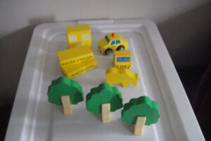Lot of 9 pc Thomas & Friends Wooden Trees And Accessories,