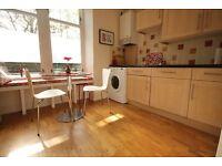 2 bedroom flat in Sciennes Road , Marchmont, Edinburgh, EH9 1LG