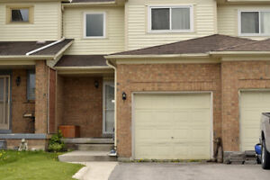 South East Barrie, 3bdrms/2 washrooms - Available Immediately