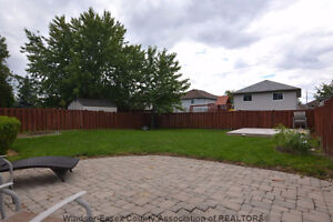 Beautiful detached home for rent in South Windsor Windsor Region Ontario image 10
