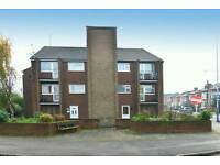1 room available in a 3 bedroom flat in West Bridgford