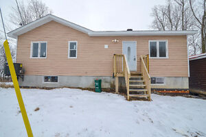 Handy-man special - Waterfront FIXER UPPER 20mins from Ottawa