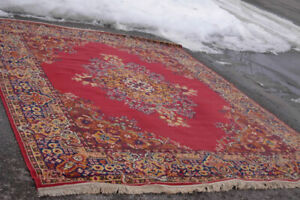 Nice Large 8' X 10' red Area Rug in good clean condition