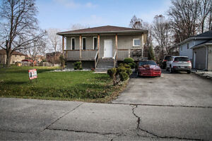 JUST LISTED- 2284 LONGFELLOW! 16 YR OLD RANCH IN GREAT LOCATION Windsor Region Ontario image 1