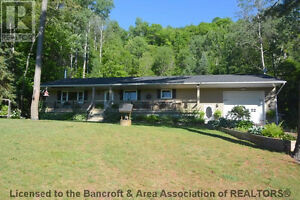 Bancroft executive home in quiet area just North of town