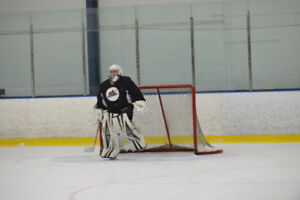 RENT A GOALIE FOR PICK UP OR SHINNY $40/HR