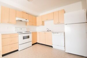 FREE RENT! Spacious 2 Bed in Lakewood with in-suite laundry!