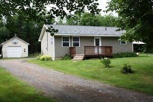 PRIVATE COUNTRY LOT! GREAT STARTER IN SUNKEN LAKE