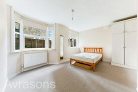 Large 1 double bedroom apartment with garden close to Oval underground station